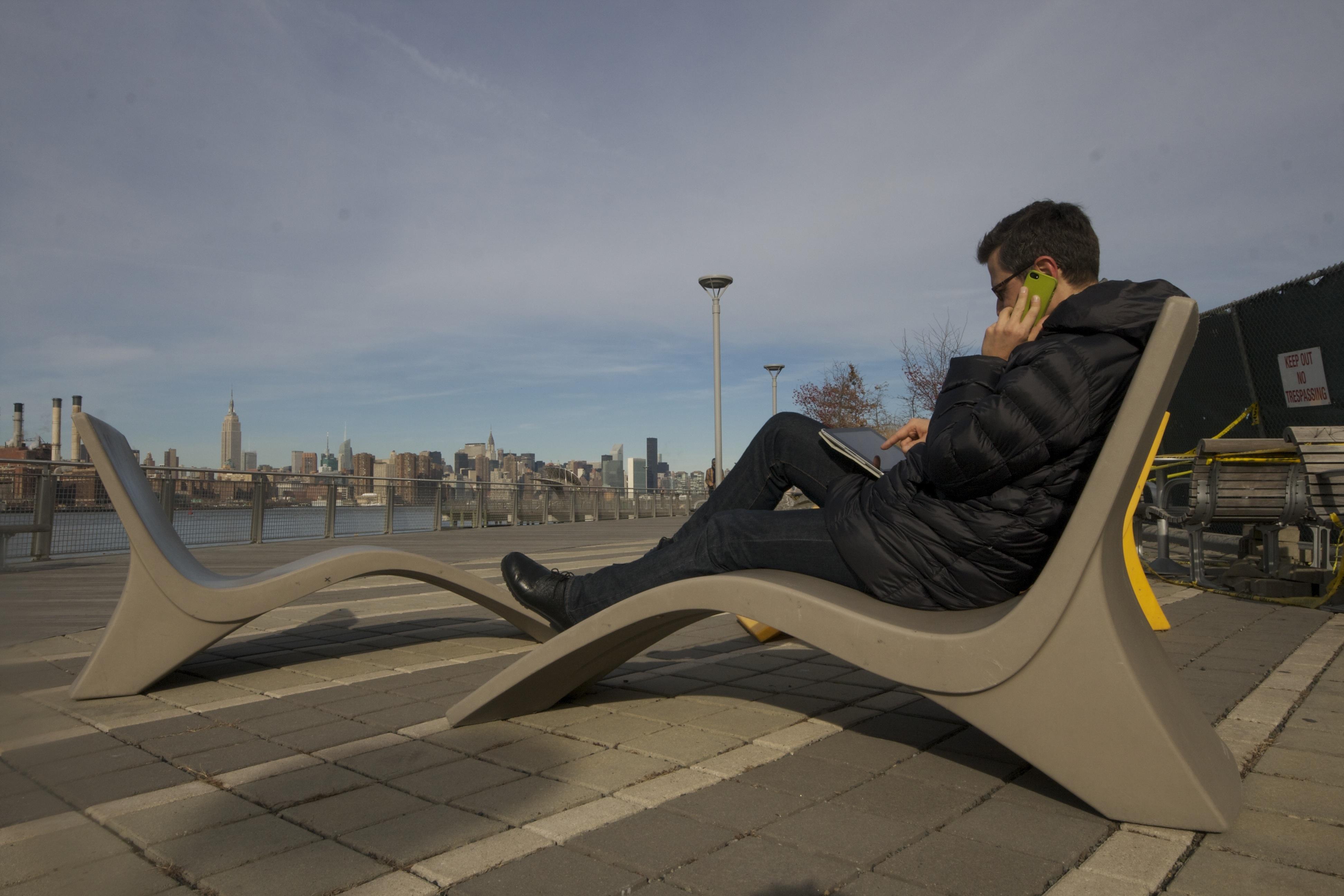 In Williamsburg, gemütlich im Liegestuhl einen Blick auf die Auslastung in der igumbi online Hotelsoftware werfen. NYC