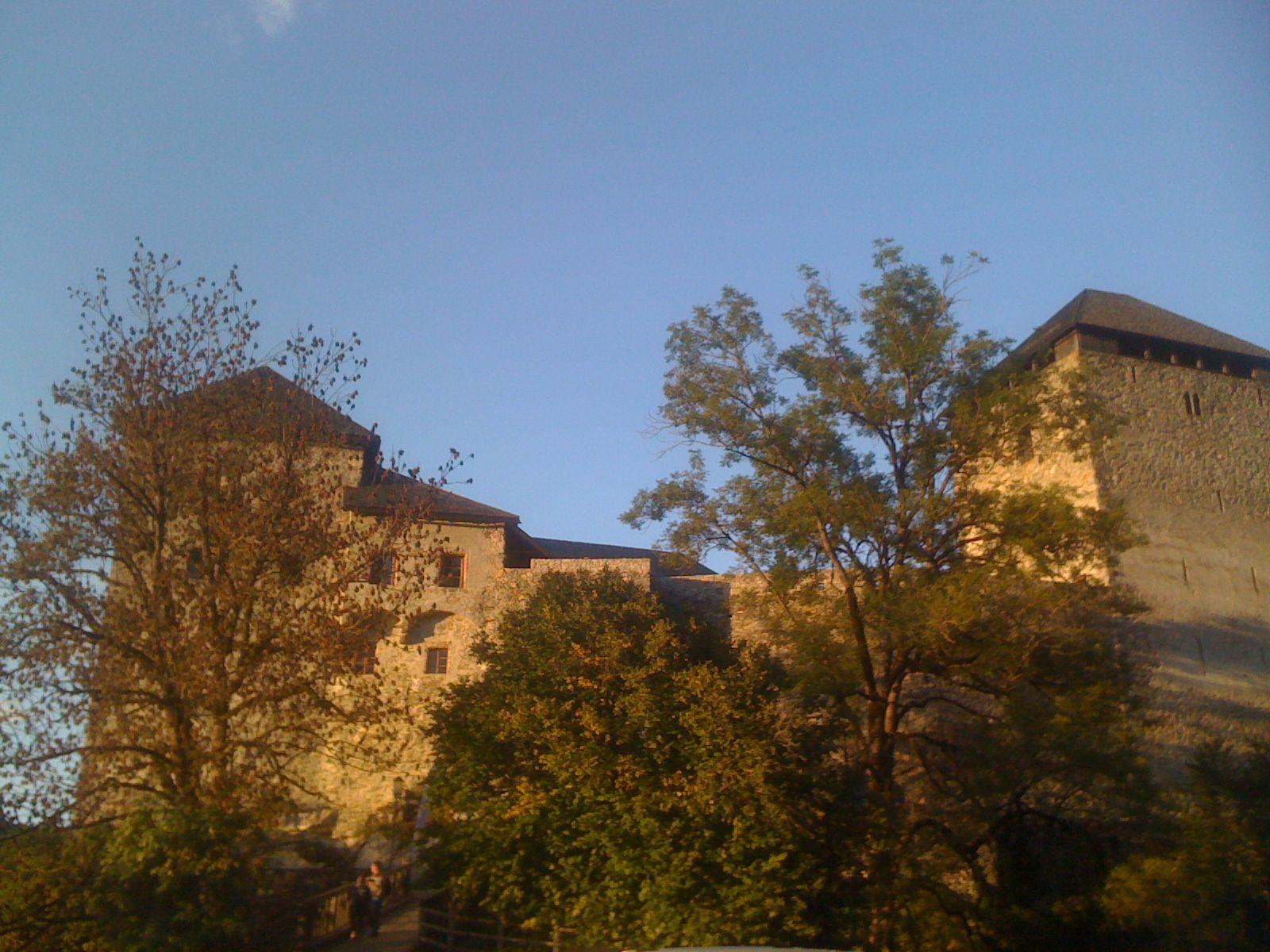 Castlecamp Kaprun 2010: Burg Kaprun am Nachmittag